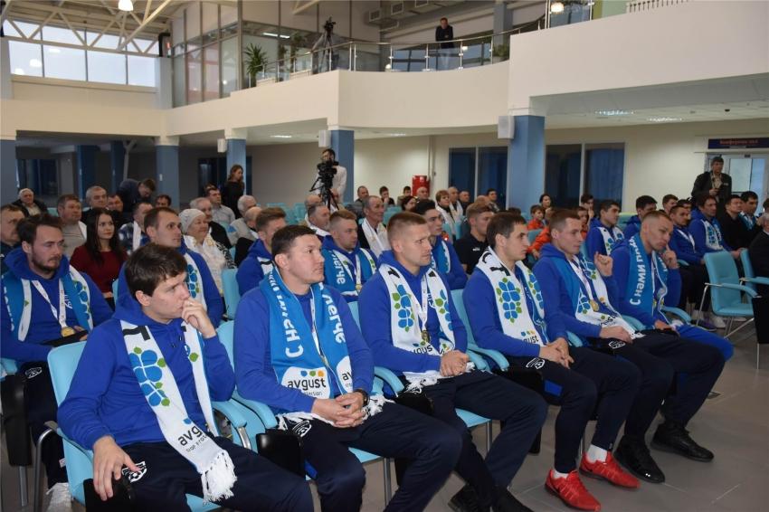 Награждение команды Химик-АВГУСТ в коференц-зале Ледового дворца