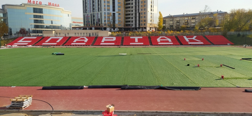 новый газон на стадионе Спартак в Чебоксарах